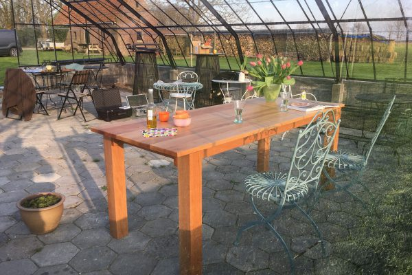 handgemaakte-tafel-van-boomhazelaar